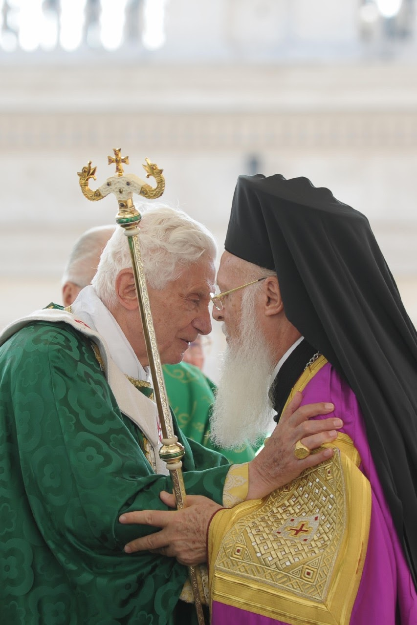 Sri Paus Benediktus XVI, Buka Tahun Iman,Misa Kudus di Lapangan Basilika St Petrus, bersama patriark