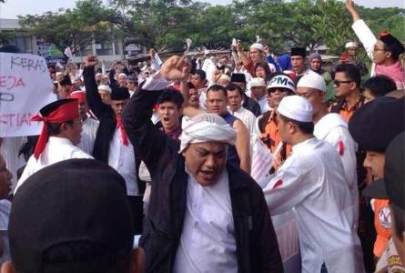 Romo Paulus Dalu Lubur CICM, merespon, aksi Penggembokkan Kelompok Intoleran, paroki, Gereja St. Bernadette, Bintaro, tangerang