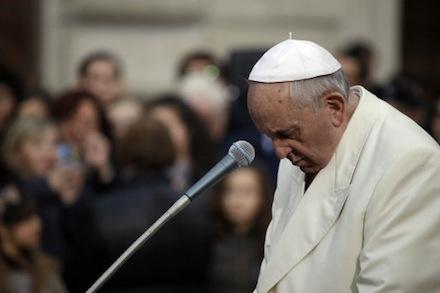 Paus Fransiskus, Saya menangis melihat orang Kristen di Salib, paus menangis, perang di suriah