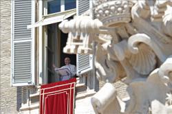 Paus Francis Mendoakan Perdamaian di Ukraina, Paus mendoakan Korban Longsor Afganistan, paus berdoa angelus, paus berdoa regina Coeli, paus fransiskus, vatikan