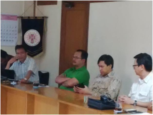 Rm. Antonius Suyadi, Pr (kiri) Perwakilan KAJ di FKUB Provinsi DKI Jakarta.