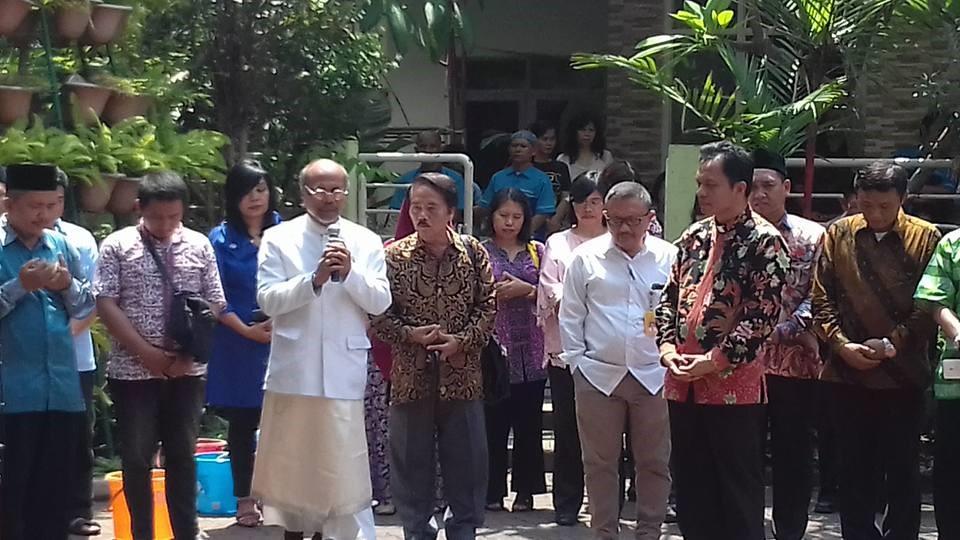 Doa bersama untuk kedamaian Jakarta oleh para perwakilan agama-agama