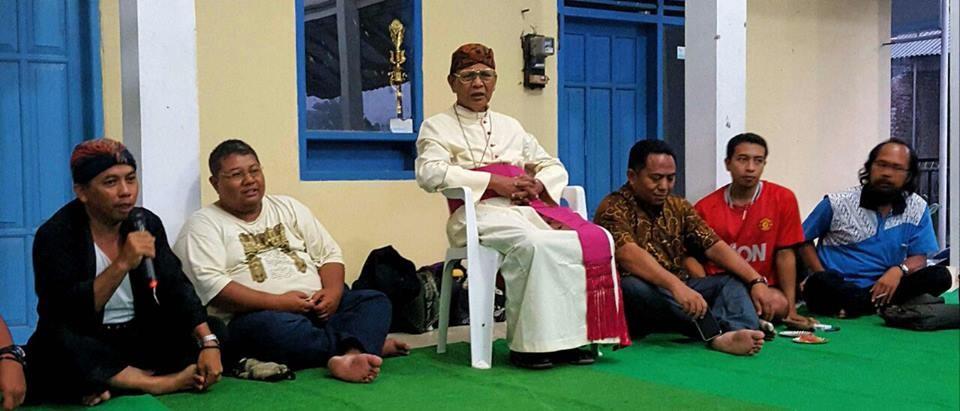 Mgr. Julianus Sunarko, SJ membuka resmi pertemuan Pegiat Komsos Keuskupan se-Jawa.