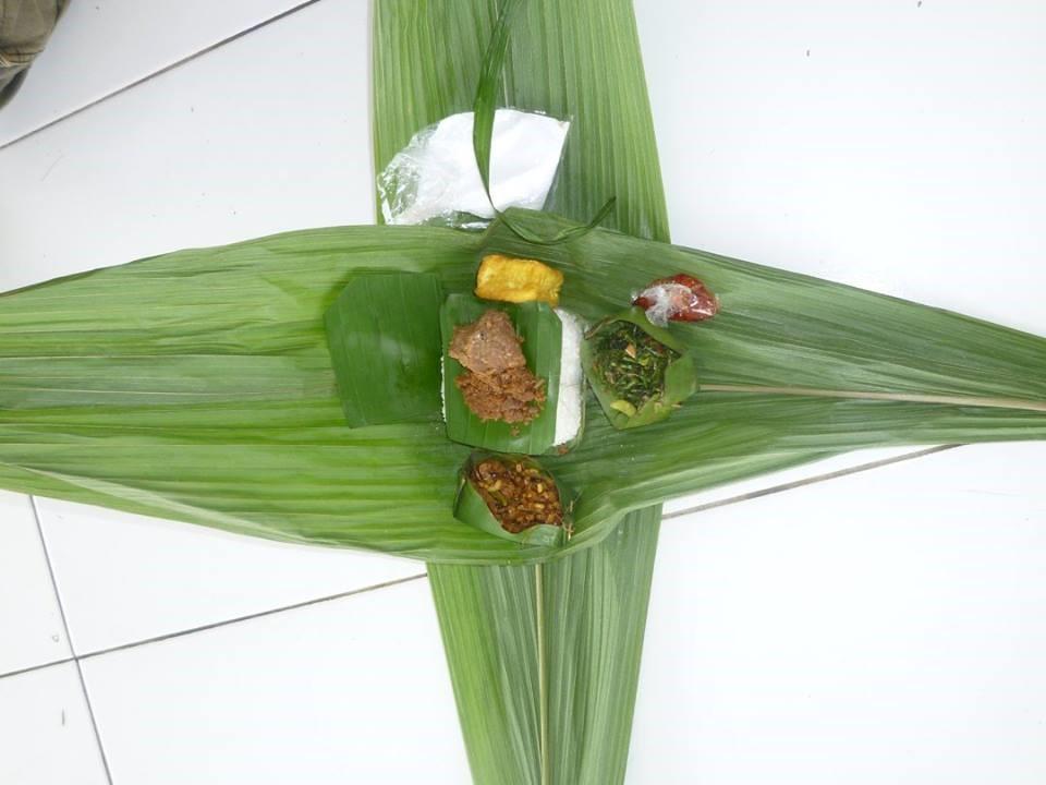 Nasi dibungkus pakai daun palma dari pinggir hutan, kini dihidupkan kembali