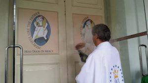 Memberkati Pintu Kerahiman Allah