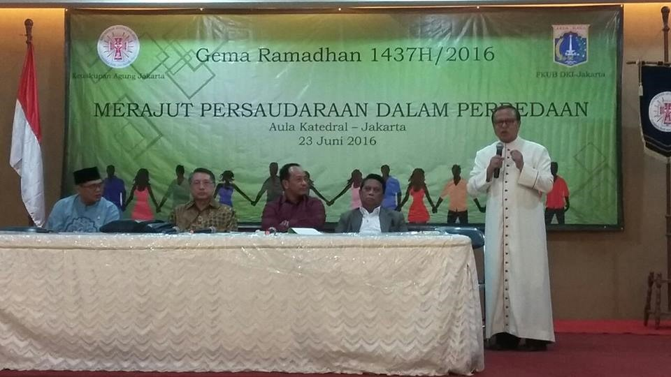Mgr. Ign. Suharyo tampil sebagai salah satu panelis bersama empat orang lainnya dalam buka puasa bersama.